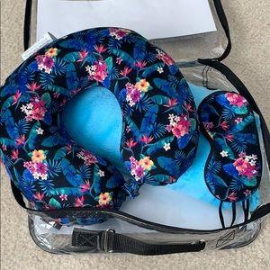 Accessories - Travel set! - so cute! 👱🏽♀️☀️✈️🌏😴